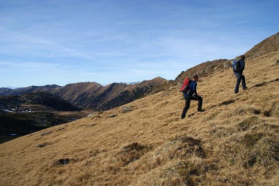 Die letzten Meter hinauf zum Gipfel, im Hintergrund das Großleobeneck