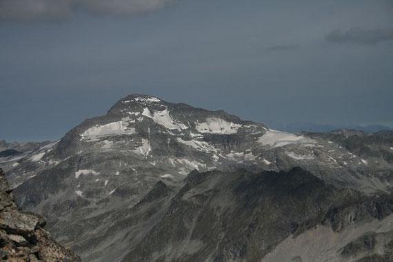 Im Norden erhebt sich der Ankogel (3252m)