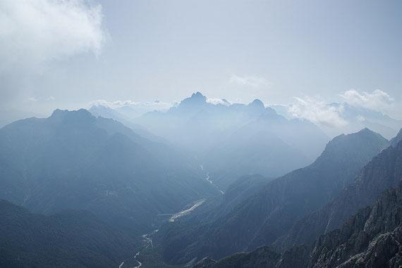 Vom Grat aus der Blick zum Montasch