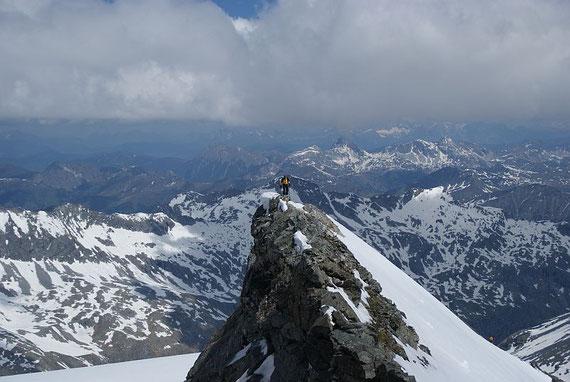 Die letzten exponierten Meter zum Gipfel