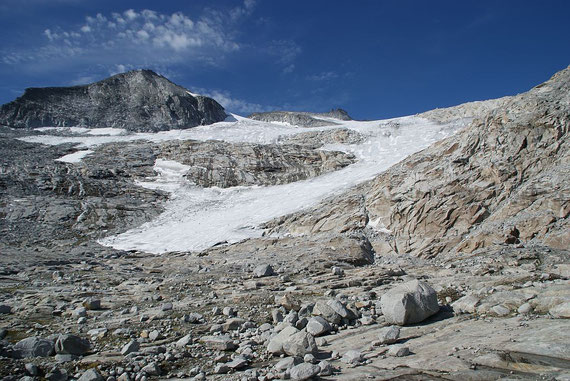 Die Reste der einst mächtigen Zunge des Hochalmkees, links wieder der Kordonspitz