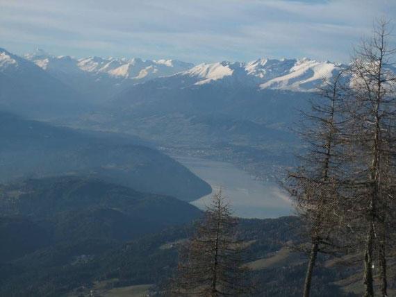 Herrlicher Ausblick zum Millstätter See, dem Gmeineck und zum Großglockner (3798m, ganz links im Bild), rechts kann man die herrliche Flanke des Gmeineck erkennen