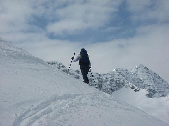 Der Kanin (2581m) begleitet einen über weite Strecken bei dieser Tour