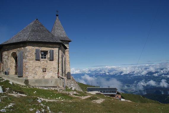 Die Deutsche Kirche mit dem Gipfelhaus