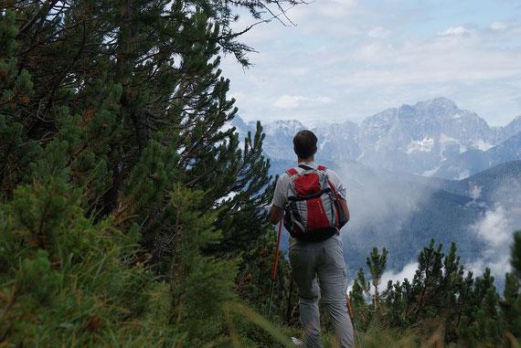 Aufstieg im oberen Teil mit Blick auf die Montasch Nordwand