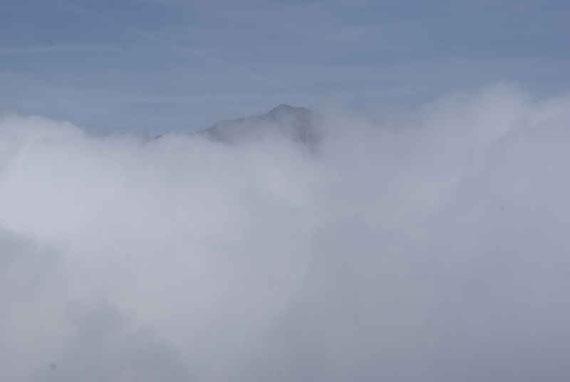 Plötzlich befinden wir uns über den Wolken, Blick zum Gmeineck