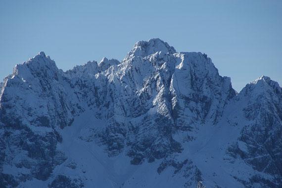 Der Blick zur nahen bereits winterlichen Skrlatica ist beeindruckend