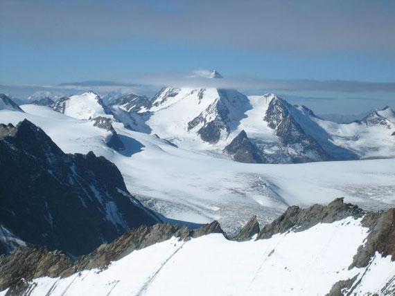 In weiterer Folge zeigt sich aber auch der Gipfel der Weißkugel