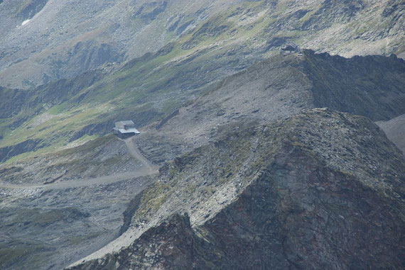 Tief unten ist die Gondelbergstation zu erkennen