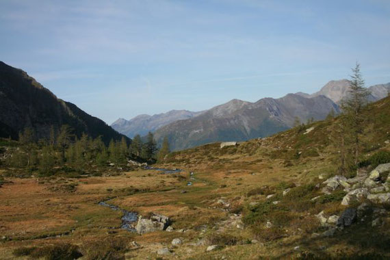 Blick zurück durchs Dösener Tal nach Westen auf das Böseck (2834m, rechts im Bild)