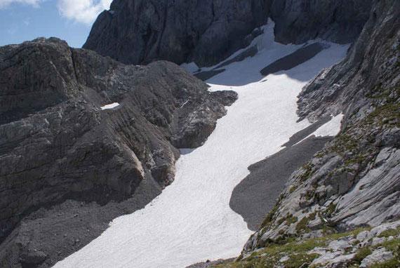 Übersicht über die Gletscherzunge sowie den oberen westlichen Gletscherteil
