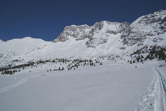 Der Montasch, links daneben die Forca dei Disteis und daran anschließend der Curtisson