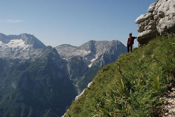 Nach dem kurzen Klettersteig, im Hintergrund die Ausläufer des Kaninmassivs