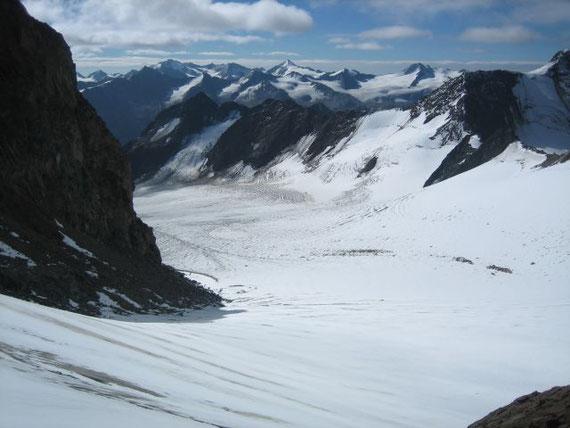 Nach Südosten hin erhebt sich der Similaun (3606m)