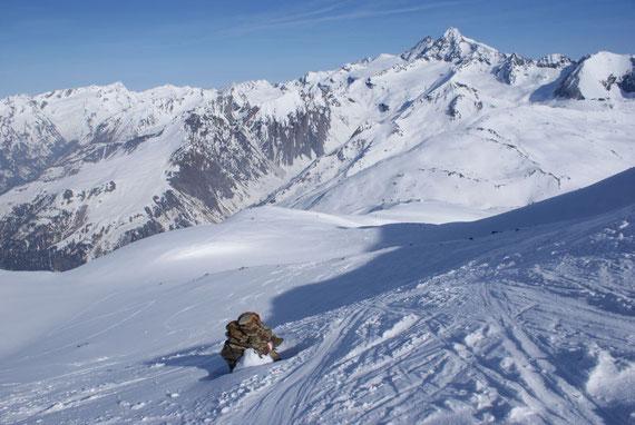 Knapp unterhalb des Gipfels der Blick zurück nach Norden auf den oberen Teil der Aufstiegsroute