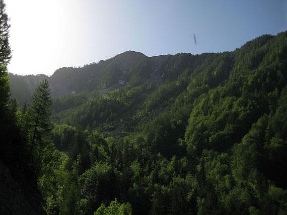 Beim Aufstieg zum Quadiasattel zeigt sich die Nordflanke des Kahlkogels
