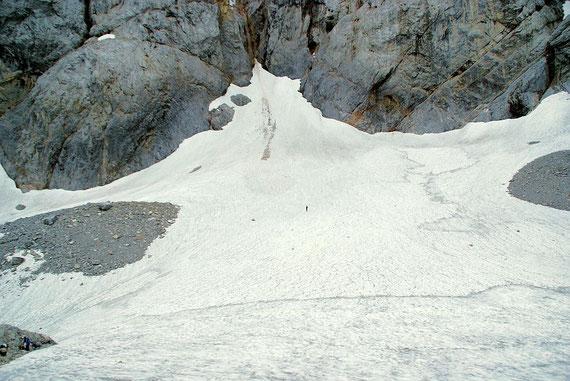 Der höchste Punkt des Gletschers präsentiert sich deutlich breiter als zur selben Zeit im letzten Jahr