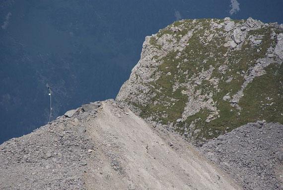 Die fertige Station auf der Moräne (links im Bild)