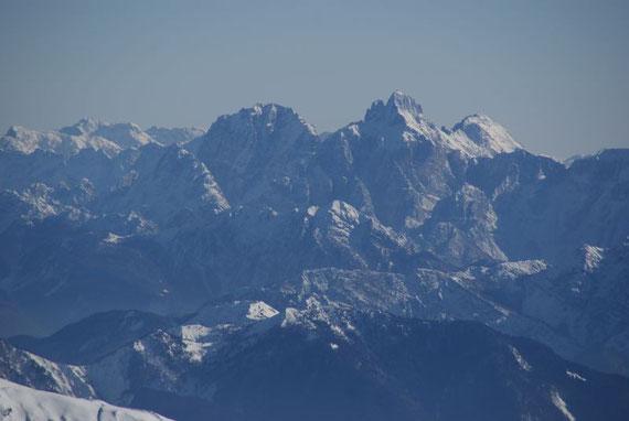 Im Südosten sind es die Julischen Alpen hier mit Montasch (rechts) und Wischberg (links)