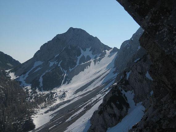 Schon beim Aufstieg bietet sich ein schönes Panorama. Im Osten zeigt sich die Bielschitza