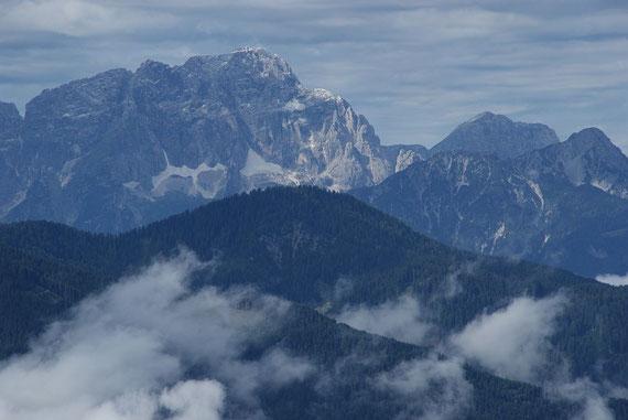 Montasch und rechts davon Monte Cimone
