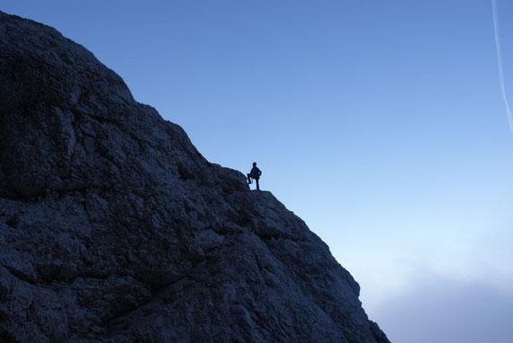 Herrliche Felswanderung im unteren Teil des Klettersteiges