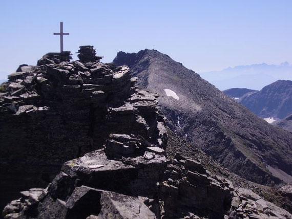 Knapp östlich Vom Gipfel erhebt sich das Reißeck (2965m)