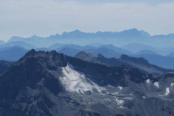 Der Zaubernock mit dem Schwalbenkees im Vordergrund und die Julischen Alpen im Hintergrund