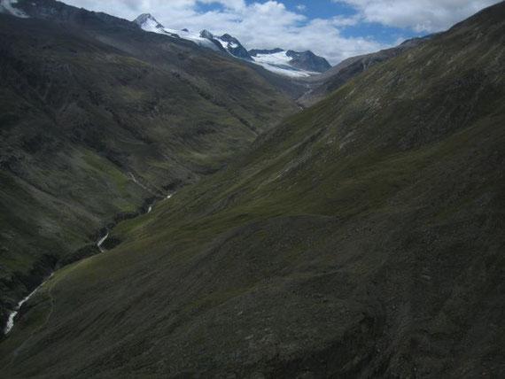 Beim Abstieg der Blick nach Süden in das Rofental zum Schnalstaler Gletscher (Hochjochferner)