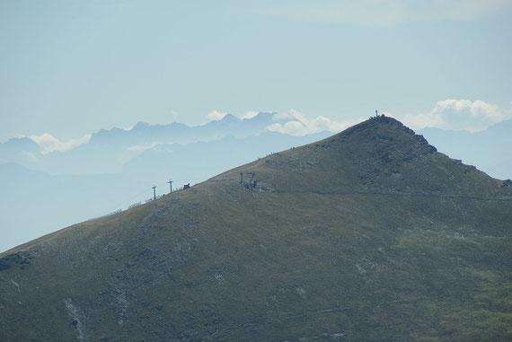 Bei herrlicher Sicht zeigen sich hinterm Falkertspitz selbst die Steiner Alpen
