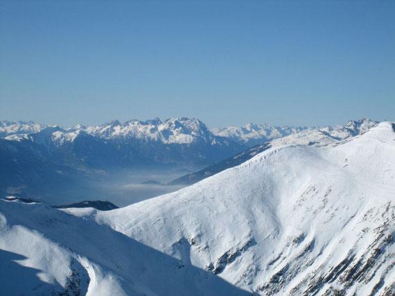 Nach Westen hin zeigen sich die Lienzer Dolomiten