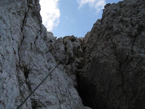 Einer der kurzen mit einem Seil gesichteren Abschnitte