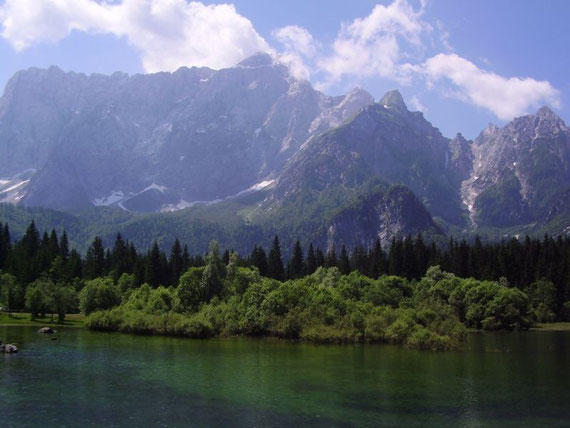 Das wunderbare Panorama beim Oberen Weißenfelser See, Mangart und rechts die Lahnscharte
