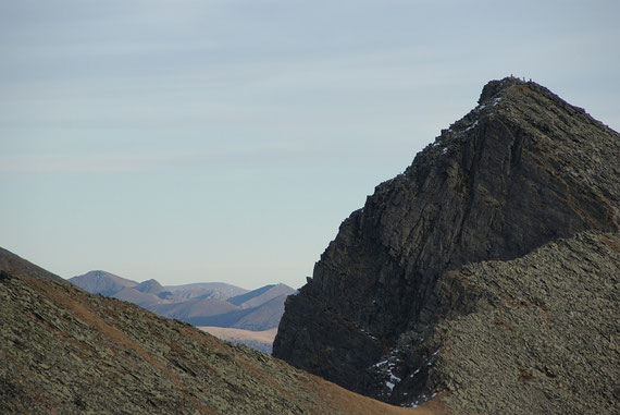 Beim Abstieg der Blick vorbei an der Gurglitzen zu den Nockbergen