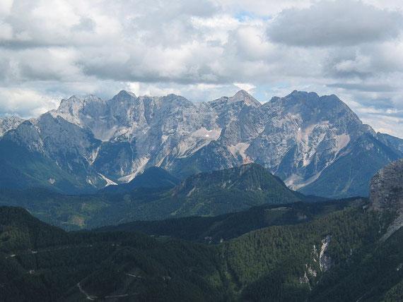 Vom Gipfel aus erscheinen die Steiner Alpen zum Greifen nahe