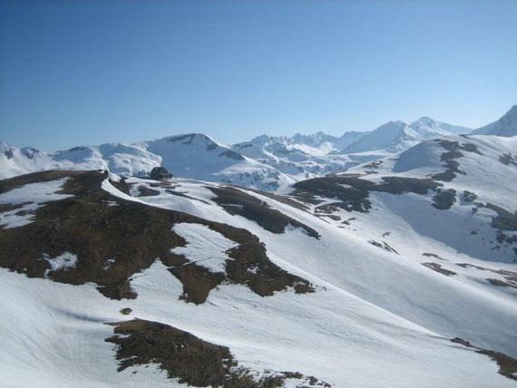 Hagener Hütte, im Hintergrund der Mallnitzriegel (2613m)