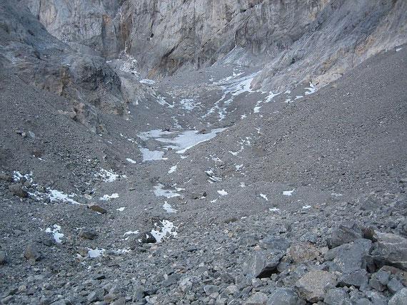 Die stark ausgedünnte und schuttbedeckte Gletscherzunge im September 2007