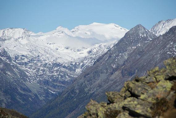 Bevor es wieder zurück ins Tal geht noch der herrliche Blick zu Sonnblick und Hocharn, die Schitourensaison ist nicht mehr weit weg