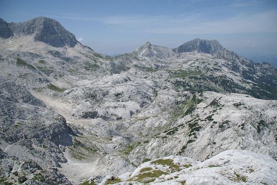 """Der weite Weg (links im Bild erkennbar) zum """"kleinen"""" Picco di Grubia (Bildmitte, aufgenommen vom Bila Pec)"""