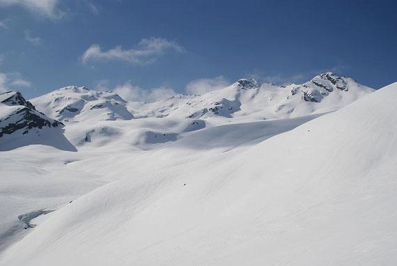 Blick über die Staller Weißen, von links nach rechts: Gonhorn, Hochkreuz und Schwarzwandkogel