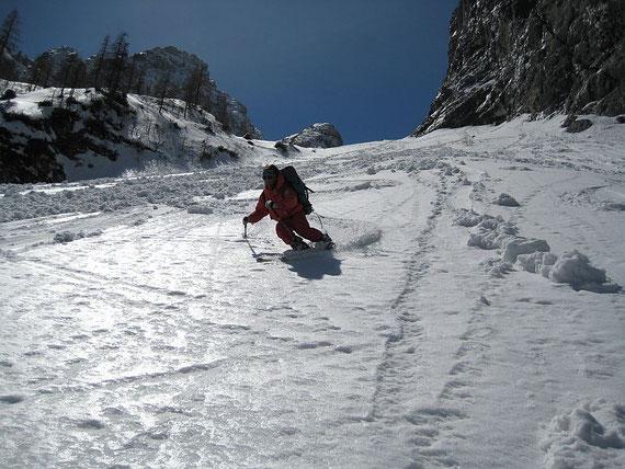 Bei der Abfahrt finden wir alle Schneeverhältnisse vor, im letzten Teil sehr tiefer Firn