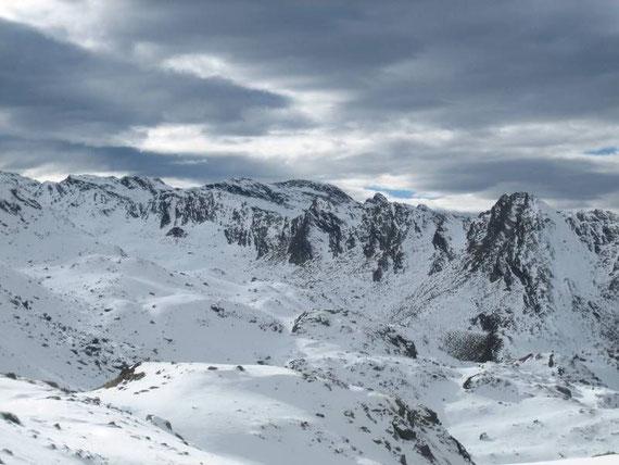 Blick nach Westen auf den Weißenkopf (2452m)