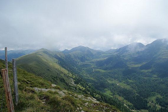 Vom Gipfel der Blick nach Osten zum Plattnock