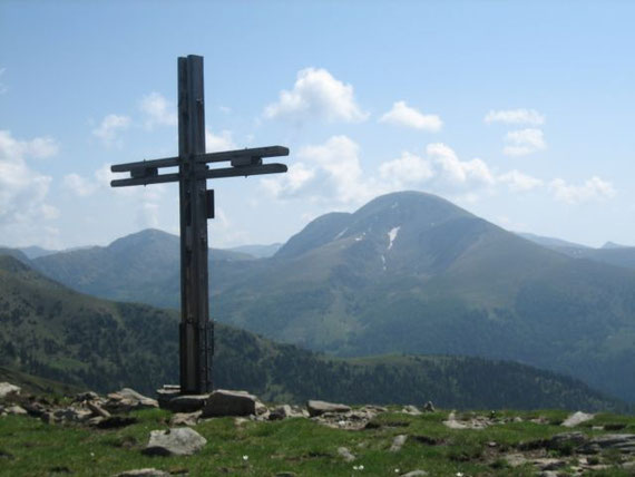 Am Rabenkofel mit Blick zum Rosennock (2440m)