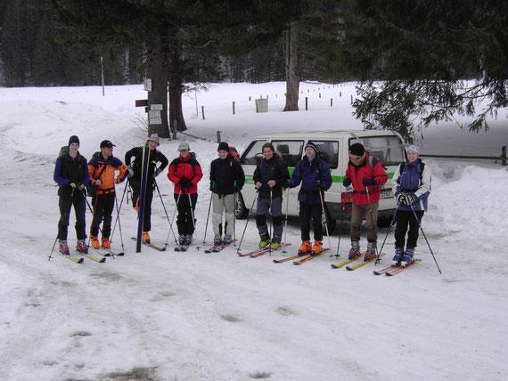 Trotz leichtem Regen sind alle gute gelaunt. Die Jungmannschaft des Villacher Alpenvereins mit Verstärkung aus dem Pinzgau