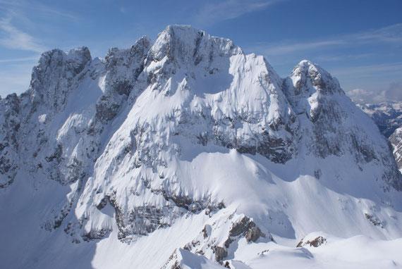 Die Hohe Warte, der höchste Berg in den Karnischen Alpen und daneben die Kellerwarte