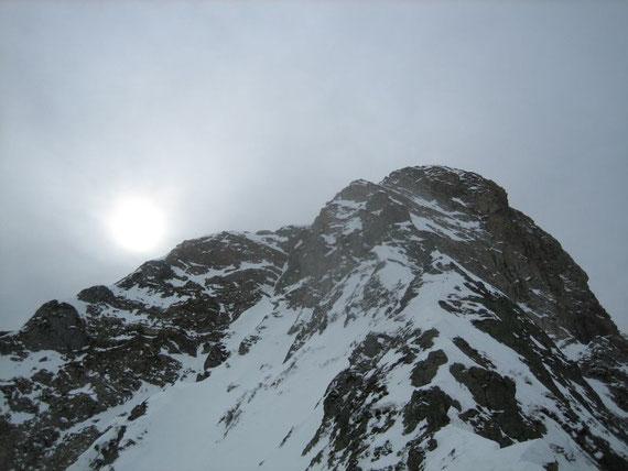 Von der Scharte aus der Blick auf den Hohen Trieb (2199m)