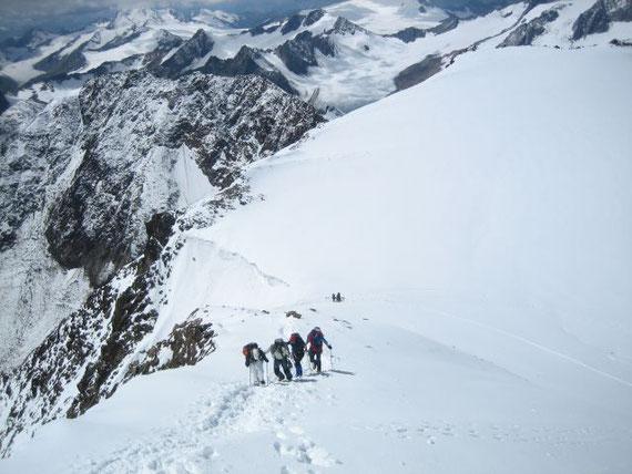 Der Südgrat hinauf auf den Gipfel wird ohne Seil begangen