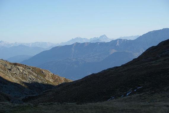 Der Blick talaus mit den Julischen Alpen im Hintergrund