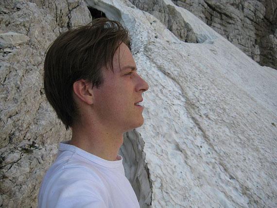 Beim Einstieg des Klettersteiges, im Juni 2008 war die Randkluft sehr klein